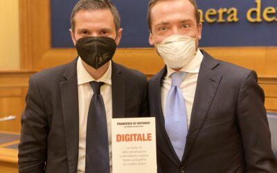 """""""Digitale. La nuova era della comunicazione e informazione pubblica"""". Il libro che racconta la storia di PA Social, il presente e gli obiettivi futuri del settore"""